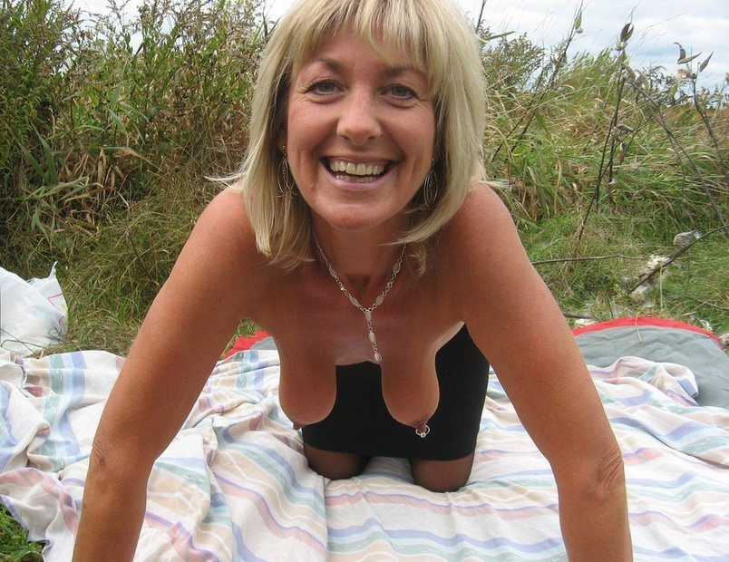 KinkyWidow from Norfolk,United Kingdom